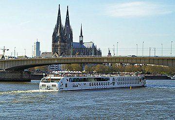 Imagen Barco navegando por el Río Danubio