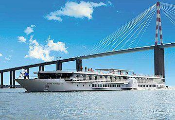 Imagen Barco navegando por el Río Loira