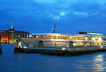 Imagen Barco navegando por el Río Po