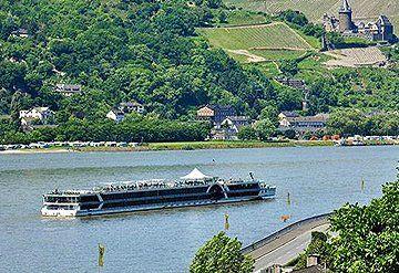 Imagen Barco navegando por el Río Rhin