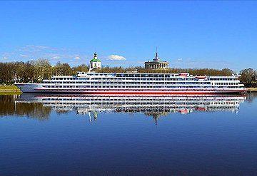 Imagen Barco navegando por el Río Volga