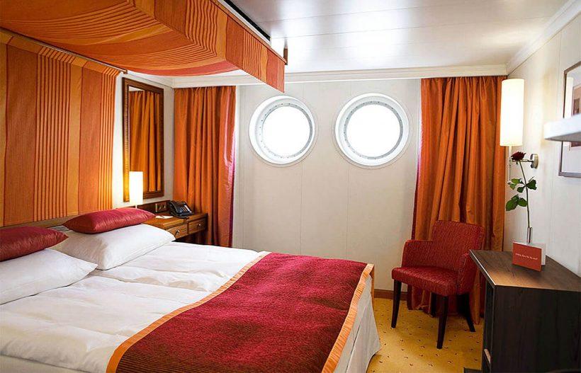 Barco A Rosa Brava 4 anclas lujo Camarote A
